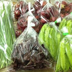 12/2(fri)本日の仕入れです。  北中城村ソルファコミュニティさんの自然栽培のベビーリーフ・にら・うりずん豆・ローゼル、が入荷しました。