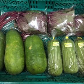 9/30(sat)本日の仕入れです。  糸満市 金城聡さんの無農薬栽培のサラダヘチマ、糸満市 中村一敬さんの自然栽培の冬瓜、無農薬栽培のアマランサス、が入荷しました!