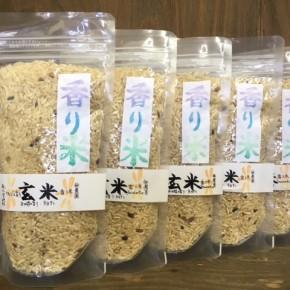 大宜味村 小谷さんの無農薬無化学肥料の香り米(ジャスミンライス)が新入荷です。普段のお米一合に大さじ1以上混ぜて炊けば、カオマンガイやガパオ、グリーンカレーなどのタイ料理にぴったりな香り豊かなご飯が楽しめます!お米の旨みや香りも引き立つので、いつものオニギリなどにもオススメです。