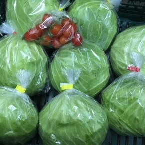 12/29(fri)本日の仕入れです。  ご好評いただいている、うるま市 玉城勉さんの自然栽培のキャベツ・ミニトマトが入荷しました!
