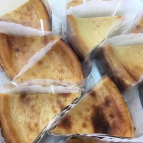 自然いぬ。さんのお菓子が入荷しました!ケーキは島豆腐のベイクドチーズ。クッキーはジンジャーオートミールと、月桃ペッパークラッカーです。