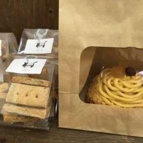 自然いぬ。さんのお菓子が入荷しました!ケーキはあかね芋のモンブラン。クッキーは田芋のビスケットです。