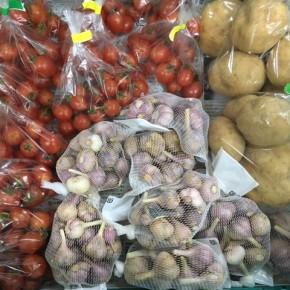 3/9(fri)本日の仕入れです。  うるま市 玉城勉さんの自然栽培のミニトマト・ニンニク・ジャガイモが入荷しました!