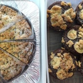 自然いぬ。さんのお菓子が入荷しました!ケーキは田芋ラムタルト、バナナココアマフィン。クッキーは麻炭マーブルになります。