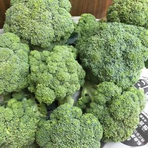 4/17(tue)本日の仕入れです。  八重瀬町 白川ファームさんの無農薬栽培のブロッコリーが入荷しました!