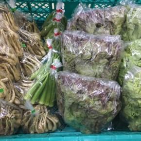 7/3(tue))本日の仕入れです。  糸満市 中村一敬さんの自然栽培のサニーレタス・グリーンリーフ・島らっきょう、八重瀬町 島袋悟さんの自然栽培の丸オクラが入荷しました!