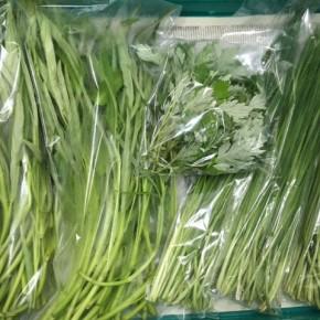 7/6(fri)本日の仕入れです。  北中城村ソルファコミュニティさんの自然栽培のヨモギ・にら・エンサイが入荷しました!