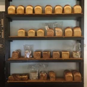 毎週金曜日のお楽しみ~、天食米果さんの食パンが到着しました!  お電話頂ければ取置きも承ります。