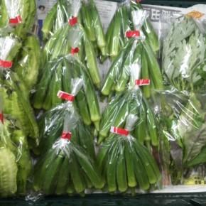 8/3(fri)本日の仕入れです。  北中城村ソルファコミュニティさんの自然栽培のヨモギ・角オクラ・ハンダマ・うりずん豆・ニラが入荷しました!