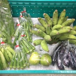 8/31(fri)本日の仕入れです。  うるま市 玉城勉さんの自然栽培のナス・黄輝バナナ・丸オクラ、北中城村ソルファコミュニティさんの自然栽培のスウィートバジル・うりずん豆・ニラ・グァバが入荷しました!