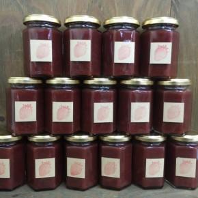 国頭から森岡さんのイチゴジャムが入荷しました!自然栽培のイチゴをたっぷり使った贅沢なジャムです。