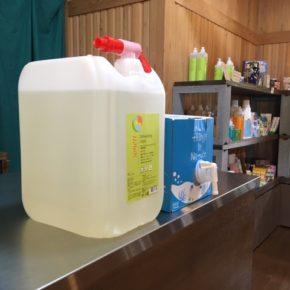 洗濯洗剤「海へ」と食器用洗剤「Sonett」の量り売り始めました!  容器をお持ち頂ければ、かなりお得ですよ。