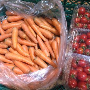 八重瀬町 島袋悟さんの自然栽培の人参、久手堅憲也さんの自然栽培のミニトマト・中玉トマトが入荷しました!