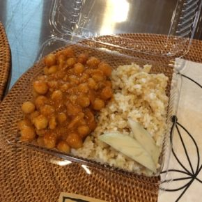 6/20(thu)のデリ!玄米おにぎりと昨日ご好評いただいた玄米&ひよこ豆のカレーをご用意しました~。