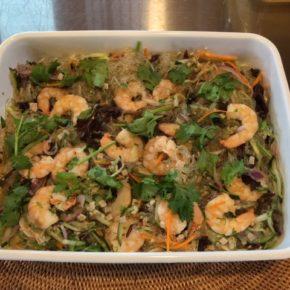 6/8(fri)本日のデリ!おにぎりはアスパラの炊き込みごはん、人気のライスコロッケ、パプアニューギニア海産のエビ入りヤムウンセン(タイ風春雨サラダ)をご用意してます。