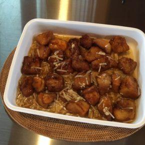 6/19(wed)のデリ!こんなジメジメした日はやっぱりカレー!!ということで玄米&ひよこ豆のカレーをご用意しました~。  無農薬野菜たっぷりのラタトゥイユ、佐久川豆腐でつくった凍み豆腐の唐揚げ和風あんかけもご用意しています。