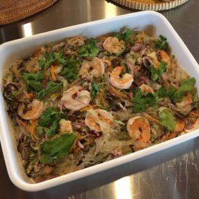 6/13(thu)本日のデリ!もちもち美味しく炊きあがりました~!!無農薬米の玄米おにぎり。ヤムウンセン(タイ風春雨サラダ)をご用意しました。