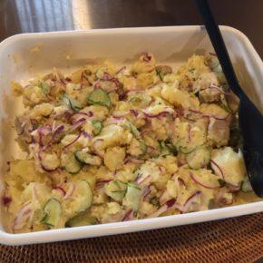 プカプカプーカの無添加ソーセージと森さんの無農薬ジャガイモのポテトサラダの準備ができました!夕食の一品にいかがですか。