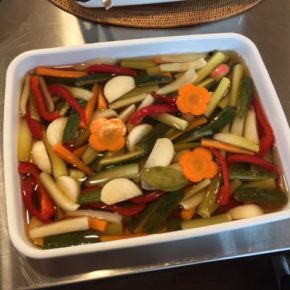 色々野菜のピクルスもあがりました〜。