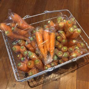 八重瀬町 島袋悟さん自然栽培のミニトマト・春菊・サニーレタス・リーフレタス・とうもろこし、南風原町 いもり屋さんのの自然栽培の人参・サニーレタスが入荷しました!