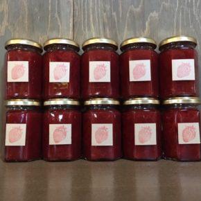 国頭村 森岡いちご農園さんの無農薬・無肥料・露地栽培のいちごで作ったイチゴジャムが入荷しました!