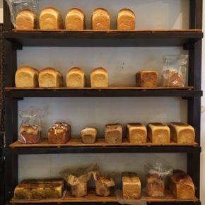 毎週金曜日のお楽しみ!本日3/27(fri)14時ごろ浦添市 伊祖の甘食米菓さんの食パンが入荷します。