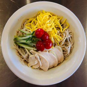本日9/25(土)は中華デリの日!中華弁当・お惣菜・冷やし中華・焼き餃子をご用意しています。 ※無化学調味料で食材は全てハルラボにあるものだけで作っています。※写真はイメージです。その時の季節の野菜で調理しています。