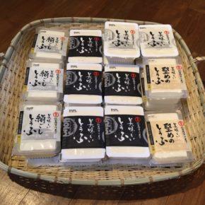 お待たせしました! 8月14日の九州地区の豪雨被害による工場被災を受けて、欠品が続いていた佐賀平川屋さんですが、いよいよ出荷が始まりました。佐賀県産大豆を使用した佐賀平川屋さんの「美味しいとうふ」絹ごし・木綿が久しぶりの入荷です。 暫くは不定期の入荷になるかもしれませんが、ご理解のほどよろしくお願い致します。