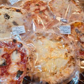浦添市安波茶ヤンバールさんのピザが入荷しました! 味は5種類(マルゲリータ・ナポレターナ・ビアンケッティ・トラボッカーレ・クワトロフォルマッジ)。